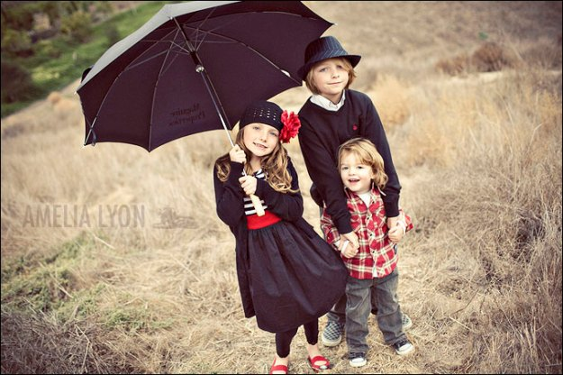 Family Photos Color Coordinating Ideas http://ayphotodesign.com/2010/09/03/what-to-wear-family-portraits-color/